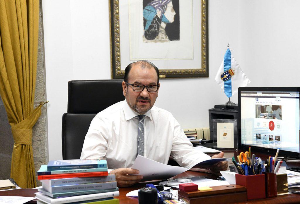 Fotografía de D. Antonio López, Rector Magnífico de la Universidad de Santiago de Compostela